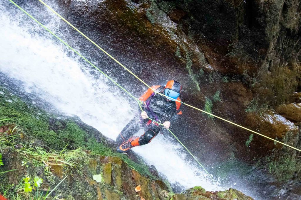 tyrolienne canyoning cascade rappel