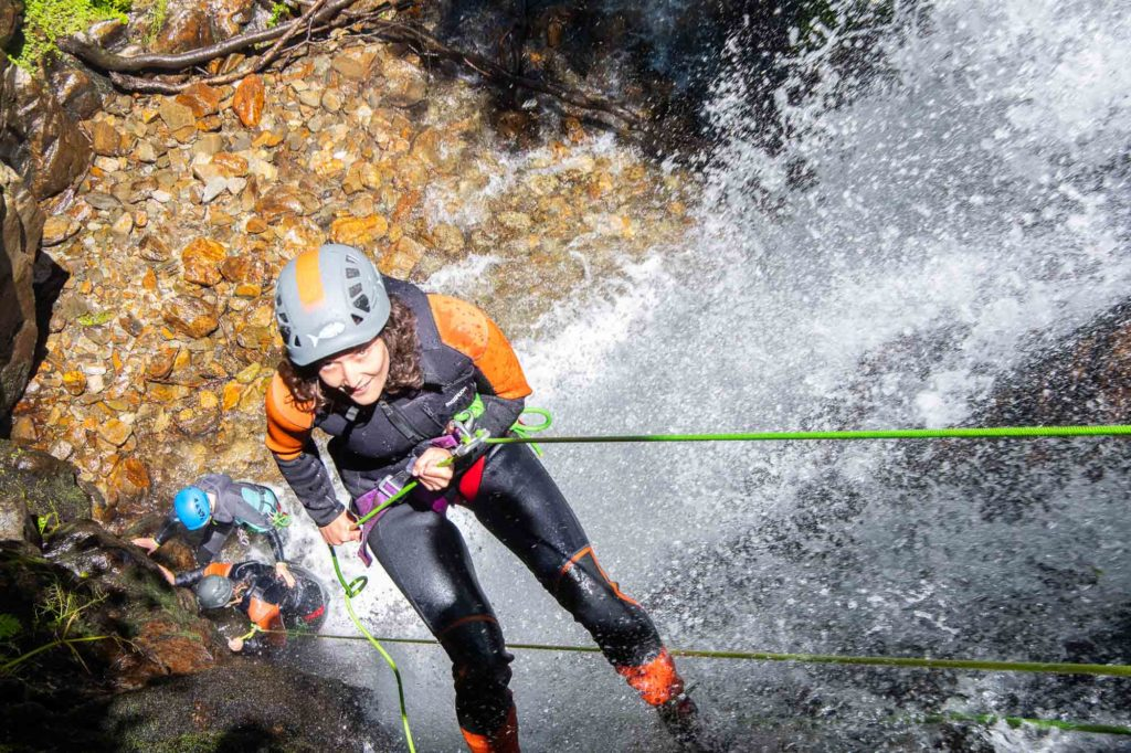 rappel corde sourire canyoning