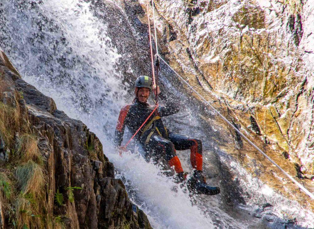rappel tyro tyrolienne cascade sourire