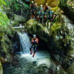 saut canyon eau cascade plein air