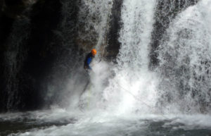 cascade rappel eau vive canyon